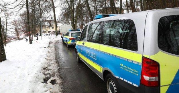 Après Kneipenbesuch: Homme de 20 Ans poignarde Jeunes