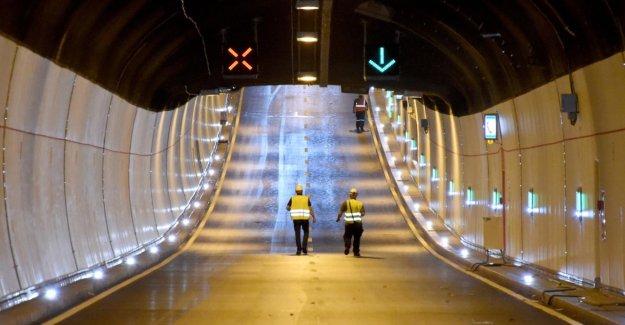 Câble d'alimentation est posé: Rendsburg tunnel sous la Manche vendredi Soir verrouillé