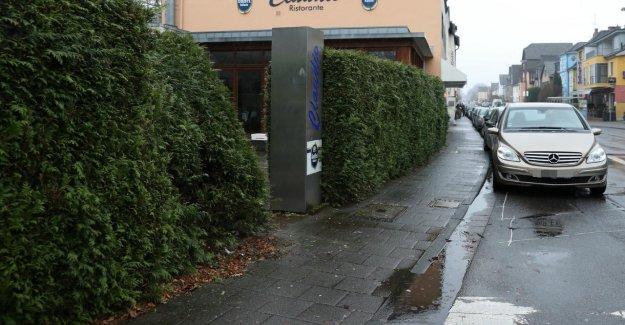 Cologne: homme d'Affaires pause avec la Voiture sur l'Adversaire, à