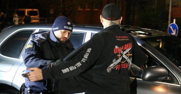 Contrôlé par la police de 600 Rocker: déploiement à grande échelle pour la Célébration de Bandidos