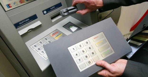 Écrémage: les Dégâts par le vol d'identité et les Distributeurs en baisse
