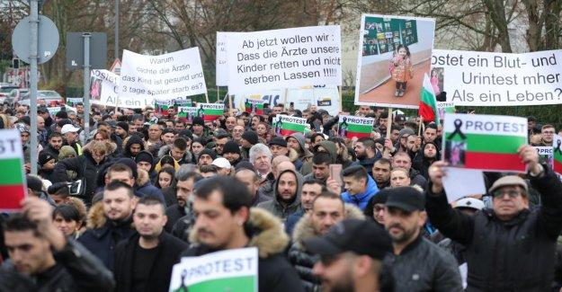 Köln-Porz: les Bulgares Famille ont manifesté devant la Clinique après la Mort de la jeune Fille