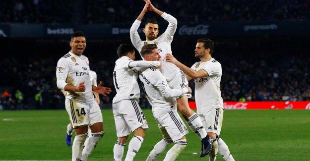 La Ligue: Modric rencontre lors de la Victoire de Real Madrid Betis Séville