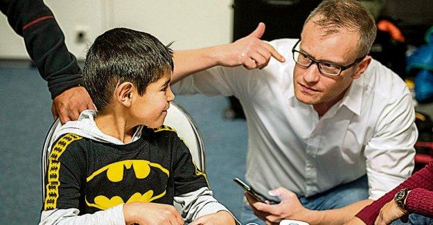 Maisons dessinées Médecin aidera famille d'accueil, Aldo (7): Enfin je peux ÉCOUTER