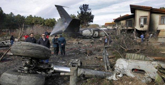Mécanicien de bord a sauvé: 15 Morts après l'Atterrissage d'urgence d'un avion-cargo en Iran