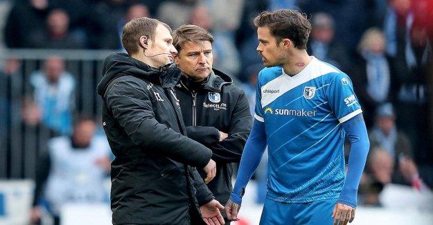 1. FC Magdeburg: l'Entraîneur de coaching avec un Bouton dans l'Oreille