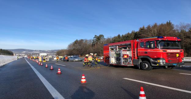 Au moins une dizaine de Voitures dans une collision sur l'autoroute A1 impliqué Vue