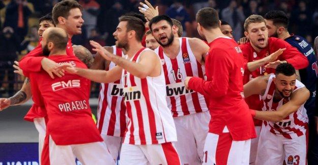 Panathinaikos Athènes - Olympiakos le Pirée: Basketball laissez-2. Mi-temps éclatement de
