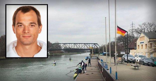 Rameur-Mort: Le Drapeau au Centre de formation dépend en Berne