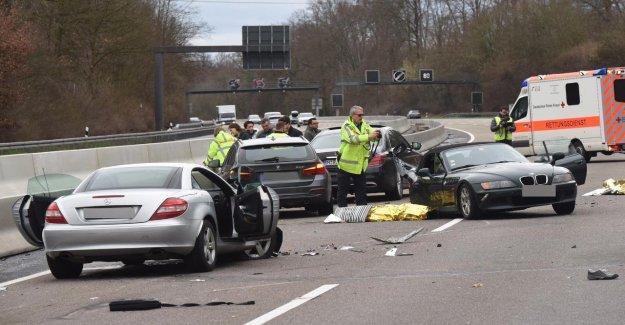 A3 à Seligenstadt: BMW lance en travers de l'Autoroute – Femme morte