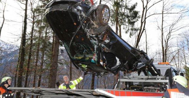 Accident en Bavière: Audi en deux Parties arraché Passager meurt