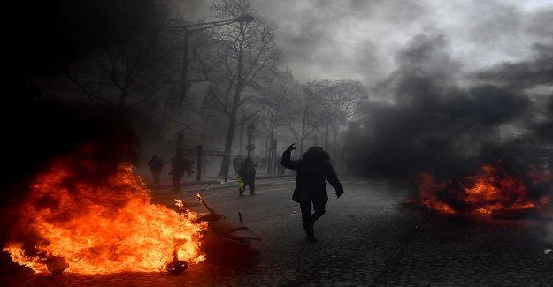 De nouveau à la Violence «Gelbwesten»-Manifestations à Paris - Vue