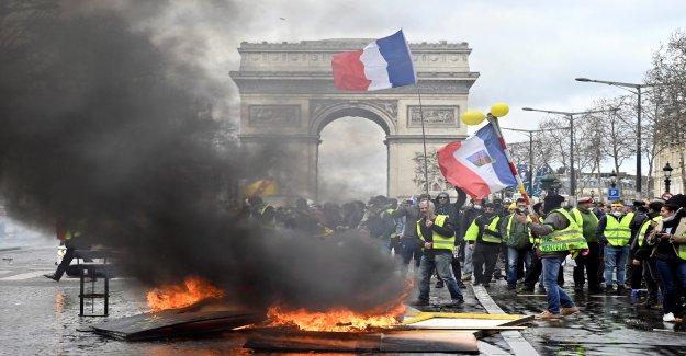 Macron répond à la Violence lors de Manifestations - Vue