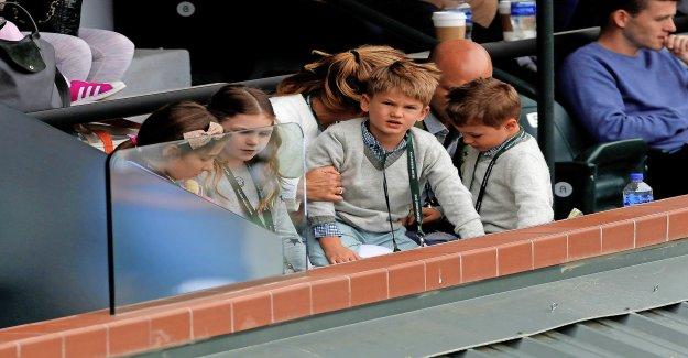 Roger Son Enfants vendent de la Soude et des Balles de tennis - Vue