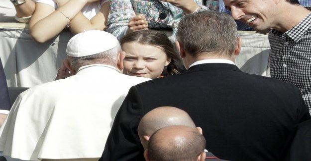 Greta Thunberg rencontre le Pape François sur la place saint pierre de Rome - Vue