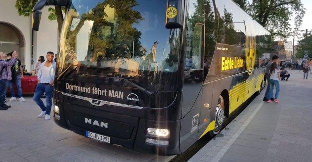 SC Fribourg – Borussia Dortmund BVB-Bus reste dans le Bächle coincé