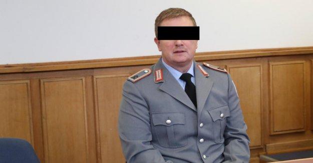 Bien qu'il 3000 Munitions illégales avait caché: le Tribunal dit le Sergent libre
