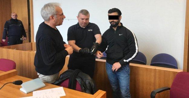 Bonn: Duo met les Filles (19) sous l'influence de Drogues et violée à vous