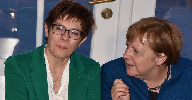 CDU: Kramp-Karrenbauer équilibre, la Chancelière allemande angela Merkel