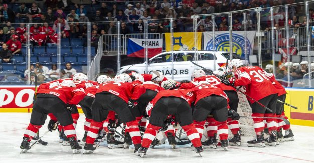 Communauté: Animation: la présentation de la de Hockey de l'équipe nationale contre la Lettonie