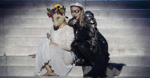 ESC: Madonna avec de Catastrophe se Produit lors du Concours Eurovision de la Chanson