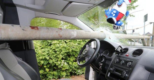 Hambourg: un Accident d'Horreur: Barrière percé VW!