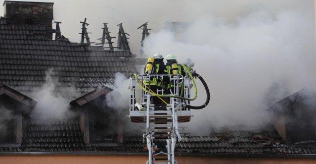 Incendie majeur à Neunkirchen - Cadavre encore dans le Bâtiment