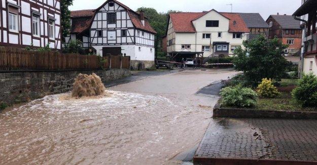 La pluie Profondément Axel: La Pluie apporte de plus en plus de Gens dans le besoin