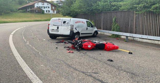 Accident à Strengelbach AG: Van tire à Moto, à partir de la Vue à