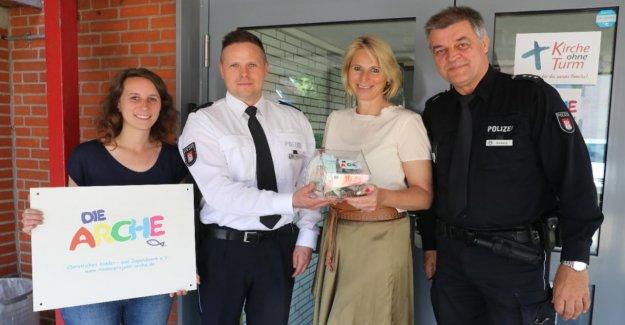 Billstedt: Police aide de l'Archedes Enfants!