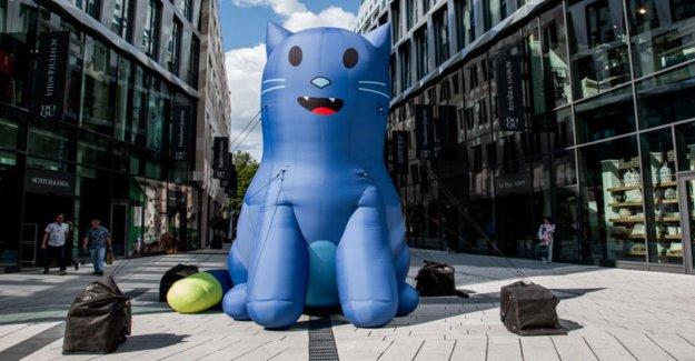 Dijon: le Ministre fait de la publicité Monstre Chat Numérique