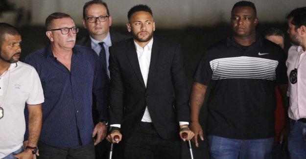 En raison de le nuage de cendres: Neymar cinq Heures de l'interrogatoire de police