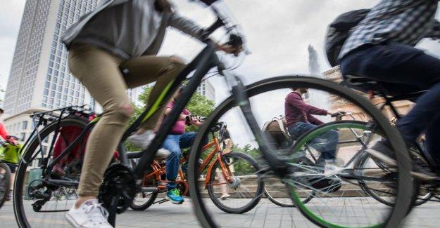 Francfort: Pour les Automobilistes est étroite: Vague Verte pour les Cyclistes