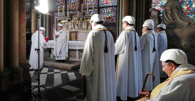 Notre-Dame de paris: Première Messe après la Conflagration