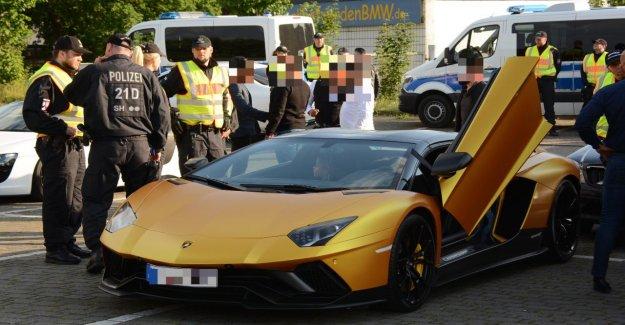 Or, Lamborghini, Ferrari, MErcedes CLS, la Police arrête de Luxe-Vidéo