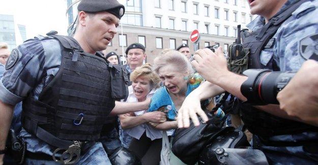 Russie: Des Protestations! La police a arrêté Alexei Nawalny et 400 Manifestants