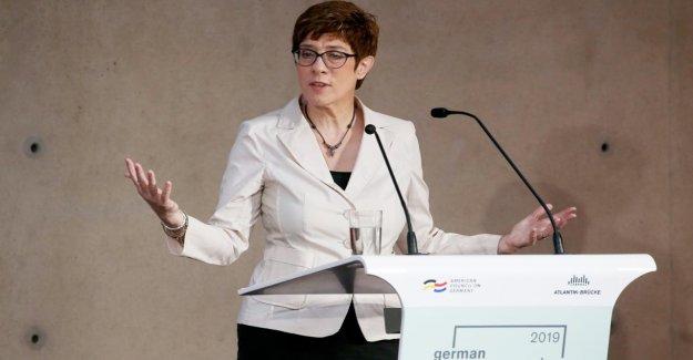 Russie: la CDU, Cheffe AKK lit Poutine, les Lévites