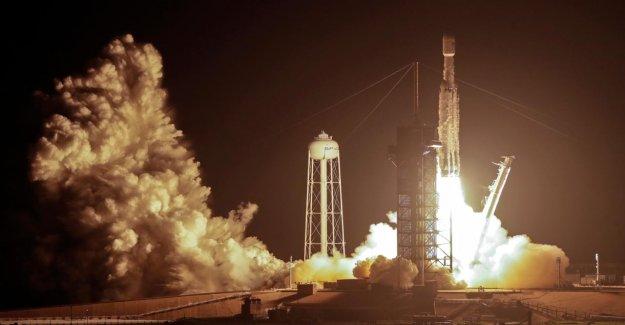 SpaceX: Tesla Patron Elon Musk tire Falcon-Fusée avec 152 Morts dans l'espace