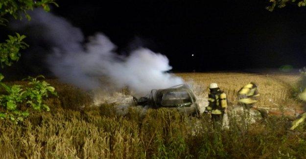 Accident à Hüllhorst: Homme brûle après un Choc contre un Arbre dans l'Épave