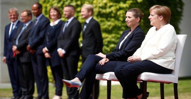 Angela Merkel à 3. Zitteranfall: Hymne Assis à la Demande de la Chancelière