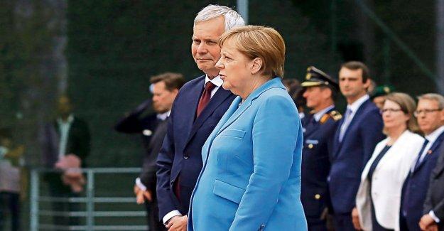 Angela Merkel et son Tremblant-Crises: Il ne l'écoutez pas!