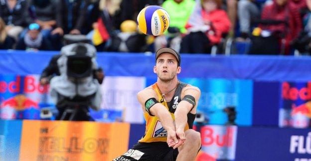 Beach-volley-Héros Clément Enrouleur: De la Prime, il achète un bon Canapé
