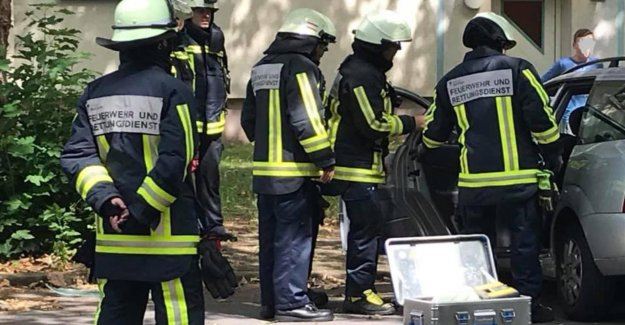 Bochum: Clé de contact dans la Serrure de Bébé dans la Voiture enfermé