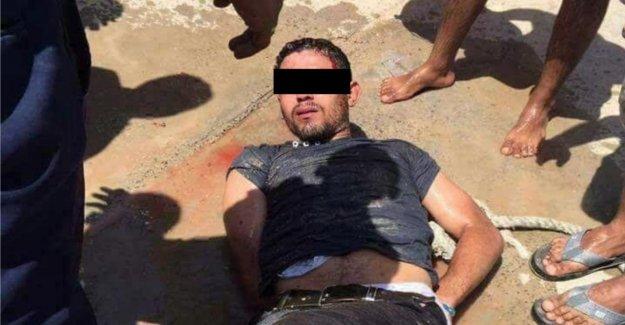 Erstochene Egypte, les Vacanciers de Peine: Assassin est assis dans la Psychiatrie