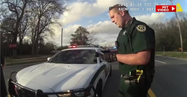Floride: états-unis-un Policier de l'acclamait Drogues chez les Conducteurs