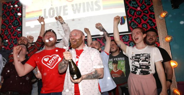L'irlande du nord sans Gouvernement Britannique à la chambre des communes sent Chance pour le Mariage Homo