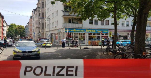 Recherchés: l'Homme en cas d'Arrestation, de Cologne, blessé