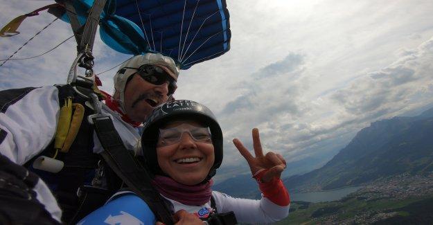 Ski-Star Wendy Holdener saute de l'Hélicoptère, Vue