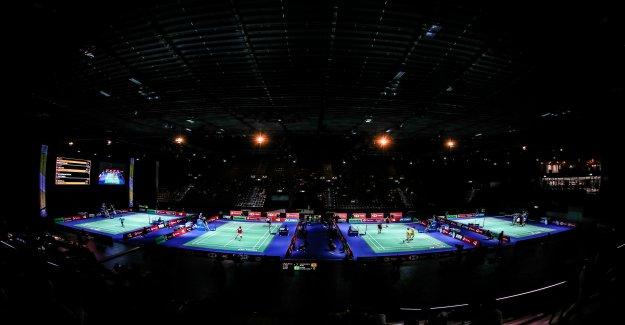 À la coupe du monde à Bâle: les Joueurs de Badminton se produit en collaboration avec Mère