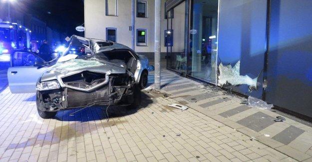 Accident à Plettenberg: un Homme à la recherche illégal de courses de voitures grièvement blessé